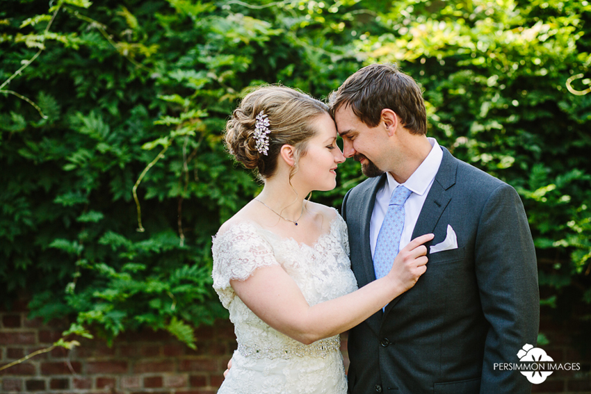 Tacoma wedding photographer Persimmon Images captures Emily and Eric on their wedding day at Weyerhaeuser Estate Mansion, the Seminary
