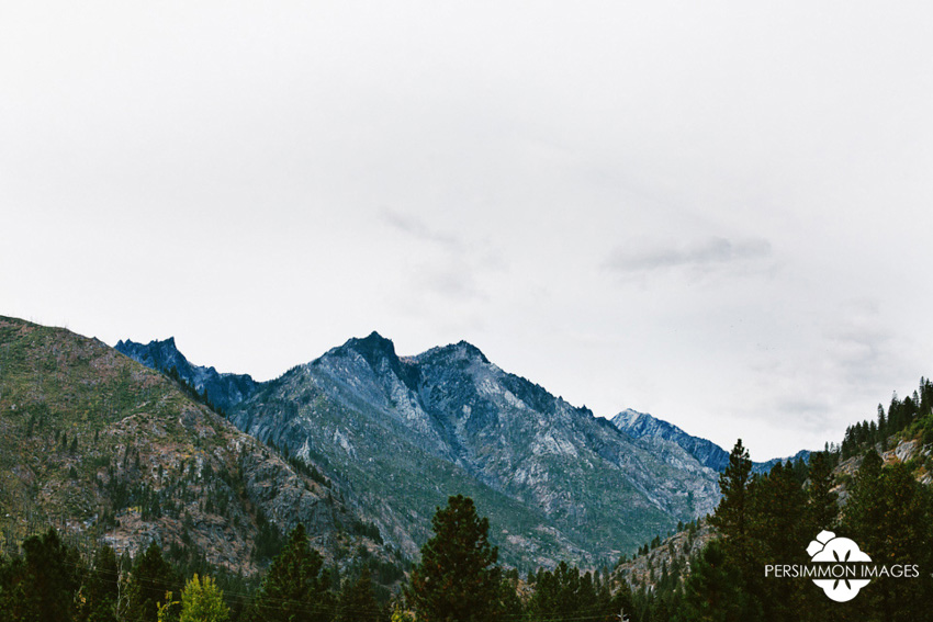 Sleeping Lady Mountain landscape documentary wedding photography by Leavenworth wedding photographer Persimmon Images