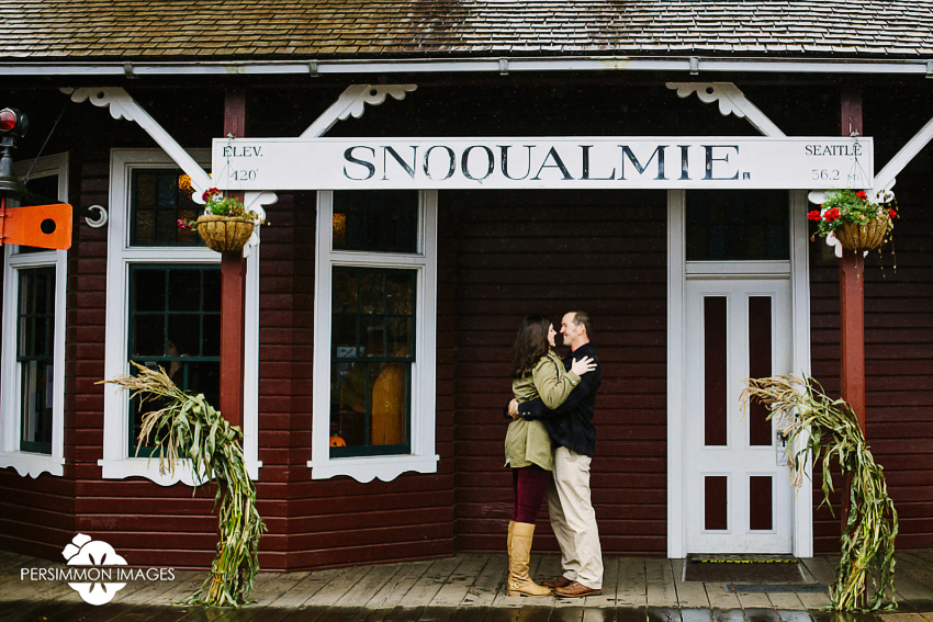 Snoqualmie Depot Engagement Photography. Fall engagement photographs at Snoqualmie